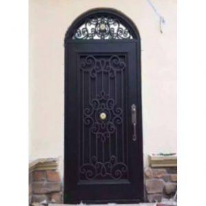 Hierro o aluminio: ¿cuál de estos materiales es mejor para las puertas de entrada?